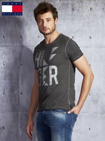 TOMMY HILFIGER Ciemnoszary dekatyzowany t-shirt męski                              zdj.                              5