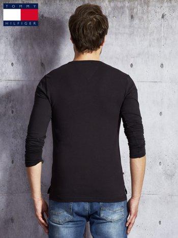 TOMMY HILFIGER Czarna bluzka męska z guzikami                               zdj.                              2