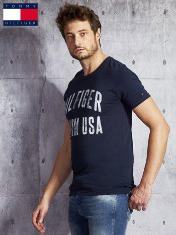 TOMMY HILFIGER Granatowy t-shirt męski z napisem                               zdj.                              5