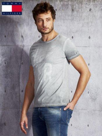 TOMMY HILFIGER Szary dekatyzowany t-shirt męski                              zdj.                              5