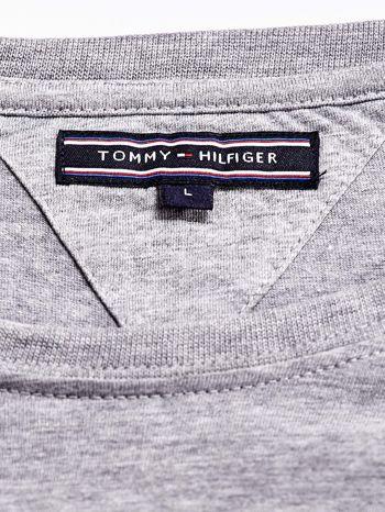 TOMMY HILFIGER Szary t-shirt męski z napisem 85                                  zdj.                                  4