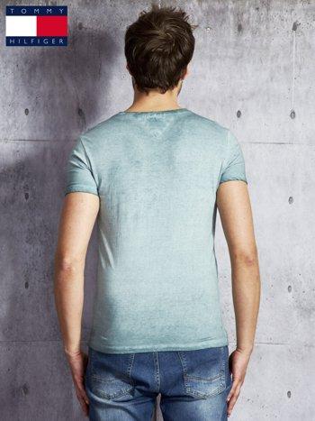 TOMMY HILFIGER Zielony dekatyzowany t-shirt męski                              zdj.                              2