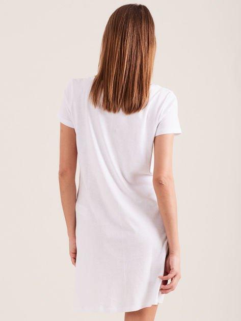 Biała koszula nocna z nadrukiem                              zdj.                              2