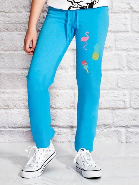 Turkusowe spodnie dresowe dla dziewczynki z letnim nadrukiem                                  zdj.                                  1