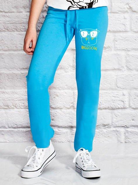 Turkusowe spodnie dresowe dla dziewczynki z napisem WEEOOW                              zdj.                              1