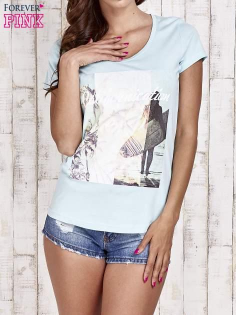 Turkusowy t-shirt damski z napisem CALIFORNICATION                                  zdj.                                  1