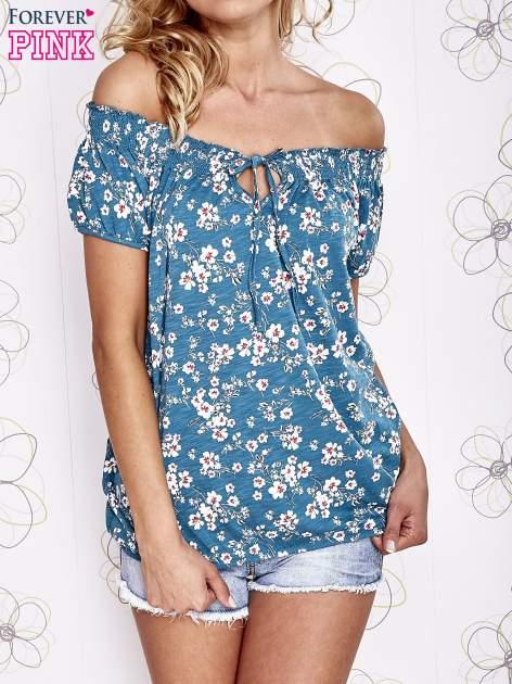 Turkusowy t-shirt w kwiaty z marszczonym wiązanym dekoltem                                  zdj.                                  1