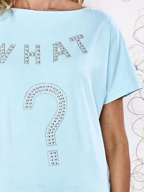 Turkusowy t-shirt z napisem i trójkątnym wycięciem na plecach                                  zdj.                                  5