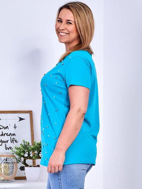 Turkusowy t-shirt z perełkami PLUS SIZE                              zdj.                              5
