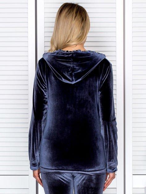 Welurowa bluza damska z diamencikami przy suwaku ciemnoszara                              zdj.                              2