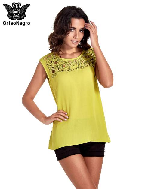 Zielona bluzka koszulowa z ozdobnym dekoltem z wycięciami