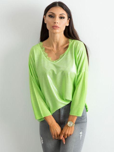 Zielona bluzka z delikatnym połyskiem                              zdj.                              1