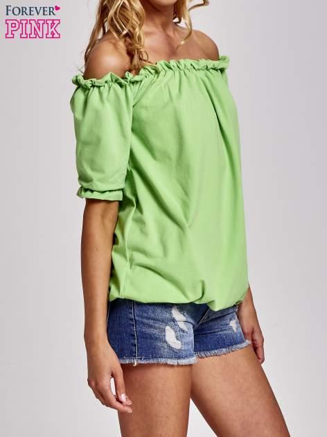 Zielona bluzka z odkrytymi ramionami                                  zdj.                                  3