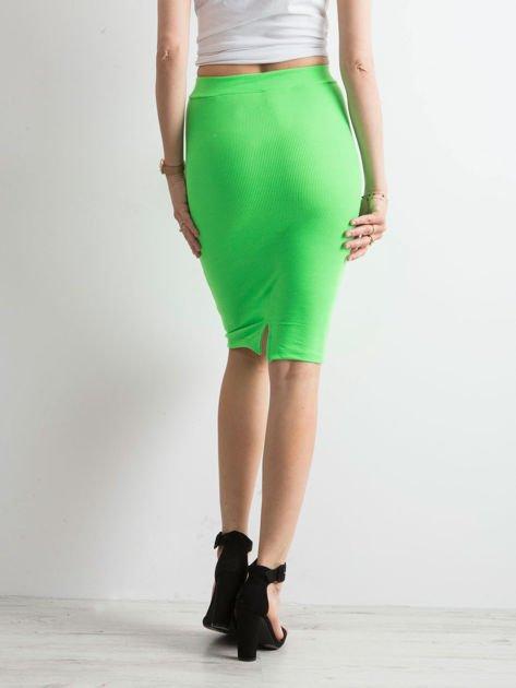 ca31467593d650 Zielona spódnica tuba w prążek - Spódnica dzianinowa - sklep eButik.pl