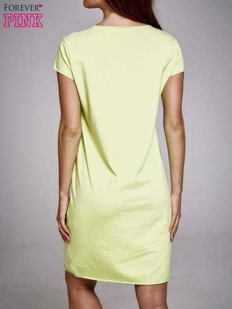 Zielona sukienka dresowa z napisem BLACKED                                  zdj.                                  4