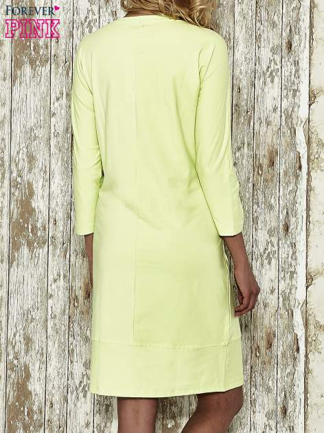 Zielona sukienka dresowa z sercem z dżetów                                  zdj.                                  3