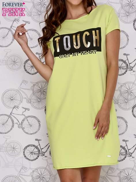 Zielona sukienka dresowa ze złotym napisem TOUCH                                  zdj.                                  1