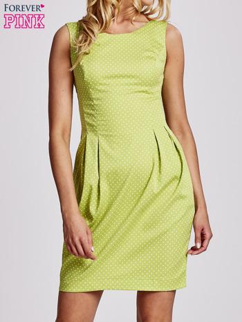 Zielona sukienka w groszki z zakładkami