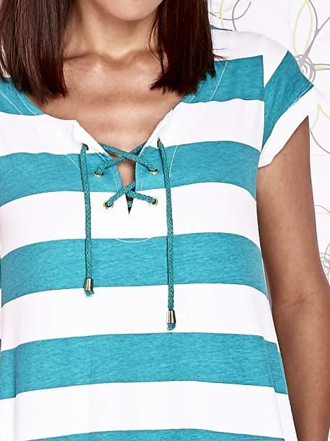 Zielona sukienka w paski ze sznurowanym dekoltem                                  zdj.                                  6