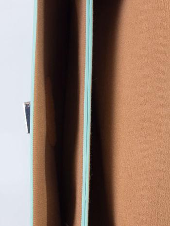 Zielona torebka listonoszka z falowanym wykończeniem                                  zdj.                                  6