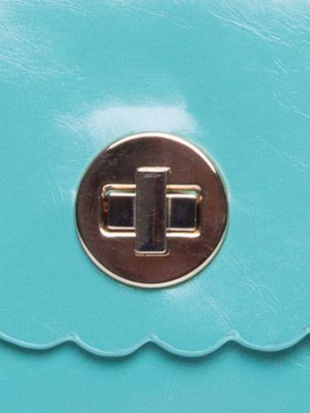 Zielona torebka listonoszka z falowanym wykończeniem                                  zdj.                                  7