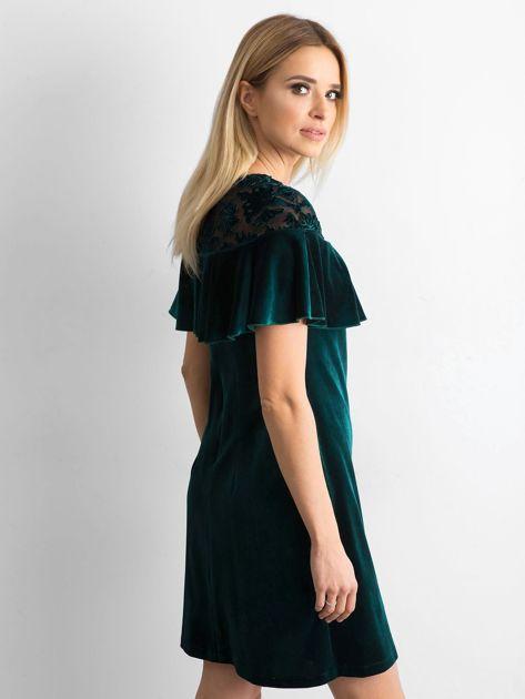 Zielona welurowa sukienka z falbaną                              zdj.                              3