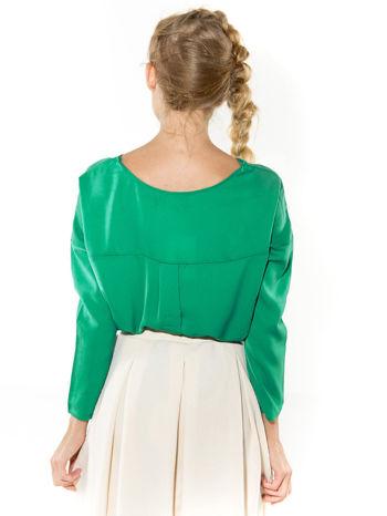 Zielona zwiewna koszula z łódkowym dekoltem                                  zdj.                                  3
