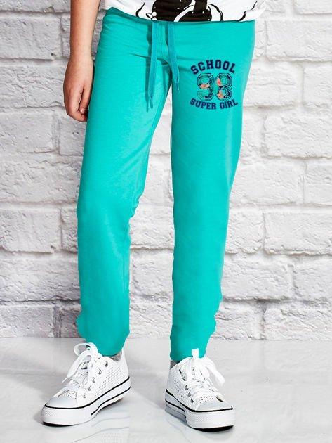 Zielone spodnie dresowe dla dziewczynki SUPER GIRL                              zdj.                              1