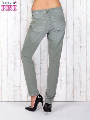 Zielone strechowe spodnie z koronką przy kieszeni                                  zdj.                                  2