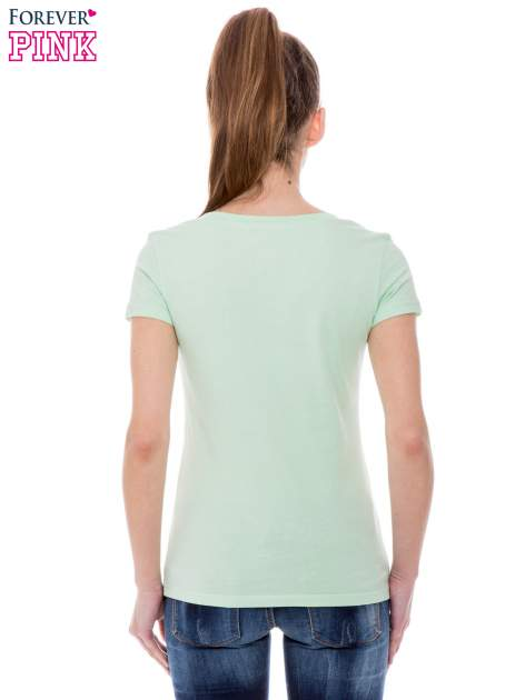 Zielony basicowy t-shirt z dekoltem w serek                                  zdj.                                  4