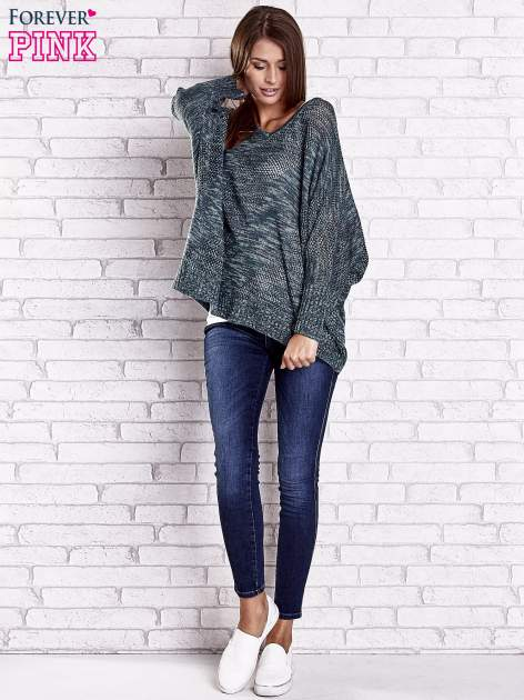 Zielony melanżowy sweter oversize o kroju nietoperz                                  zdj.                                  3