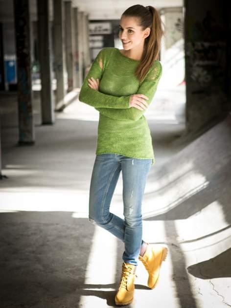 Zielony sweter z oczkami przy ramionach                                  zdj.                                  10