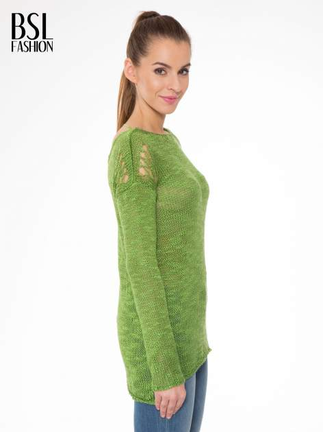Zielony sweter z oczkami przy ramionach                                  zdj.                                  3