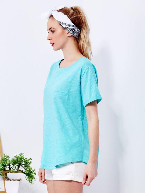 Zielony t-shirt basic z podwijanymi rękawami                              zdj.                              5