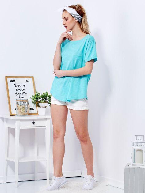 Zielony t-shirt basic z podwijanymi rękawami                              zdj.                              4