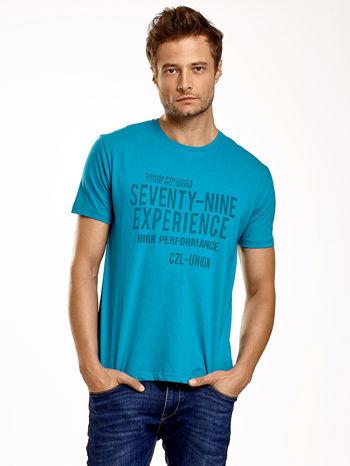 Zielony t-shirt męski z nadrukiem napisów                                  zdj.                                  2