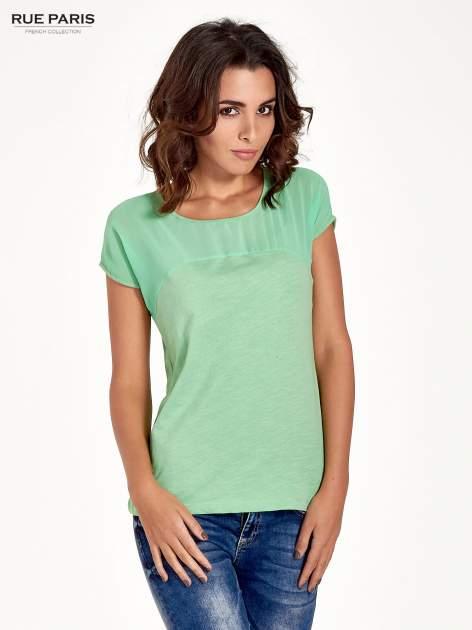 Zielony t-shirt z górą mgiełką