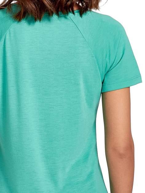 Zielony t-shirt z napisem WONDER WHAT?                                  zdj.                                  6