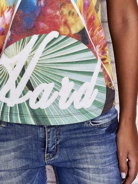 Zielony t-shirt z symetrycznym nadrukiem ptaków i kwiatów                                  zdj.                                  6