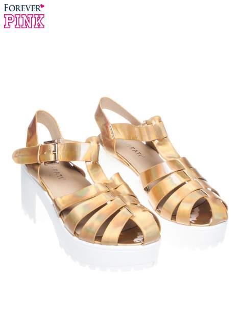 Złote sandały z klamerką na traktorowym obcasie                                  zdj.                                  2