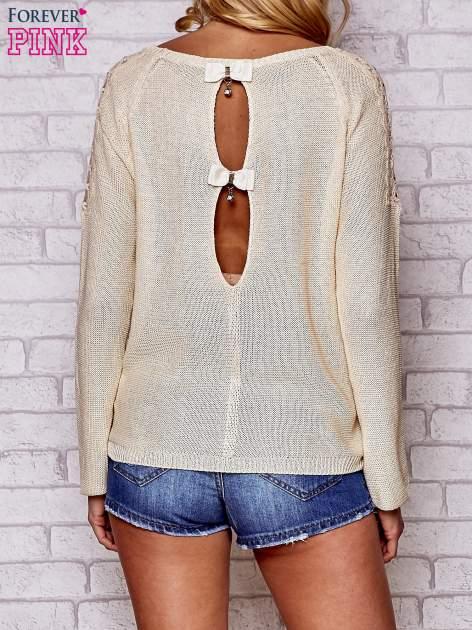 Złoty błyszczący sweter z koronkowymi wstawkami                                  zdj.                                  4