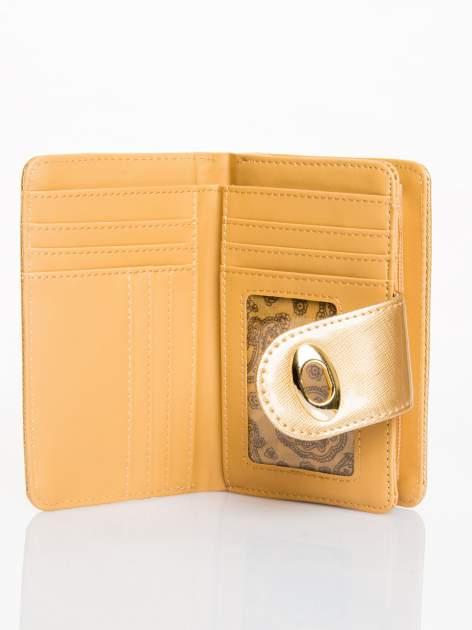 Złoty portfel ze złotym zapięciem efekt skóry saffiano                                  zdj.                                  3