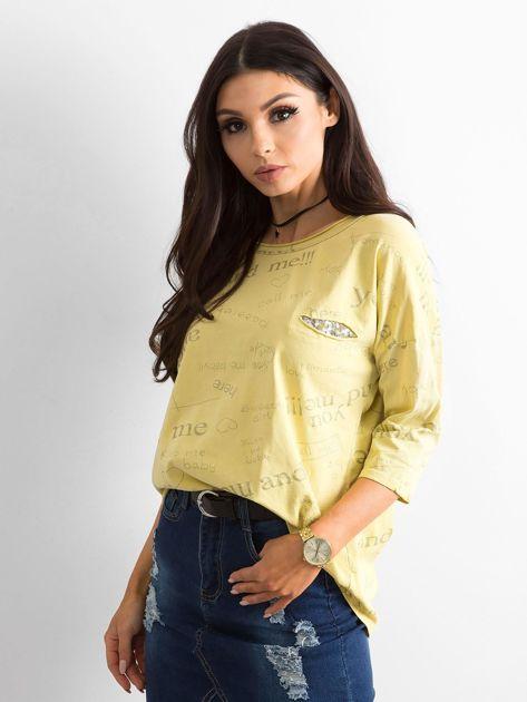 Żółta bluzka z napisami                              zdj.                              3