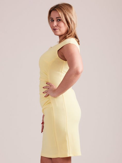 Żółta elegancka sukienka z marszczeniem PLUS SIZE                              zdj.                              2