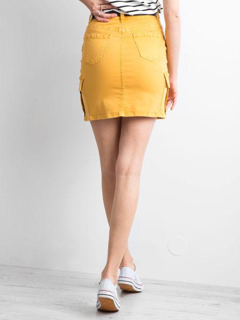 Żółta jeansowa spódnica z kieszeniami                              zdj.                              2