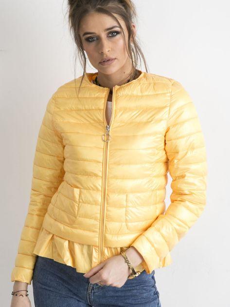 Żółta kurtka przejściowa z falbaną                              zdj.                              4