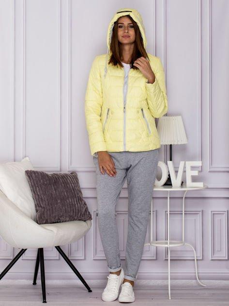 Żółta pikowana kurtka przejściowa z ozdobnymi suwakami                              zdj.                              6