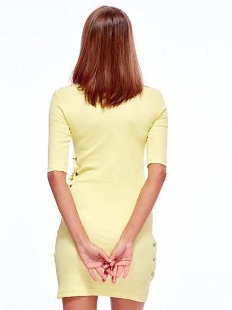 Żółta prążkowana sukienka z kółeczkami                               zdj.                              2