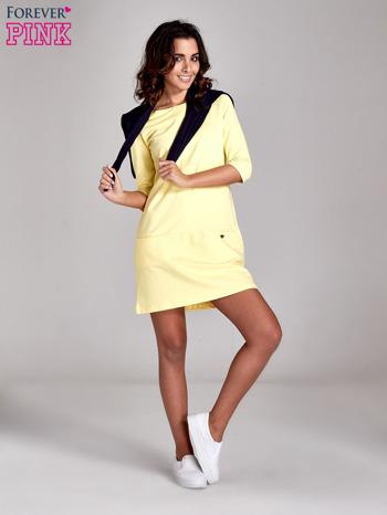 Żółta prosta sukienka z kieszeniami                                   zdj.                                  2