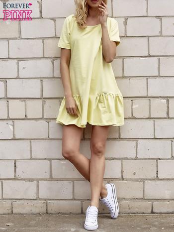 Żółta sukienka dresowa z falbanami z boku                                  zdj.                                  4